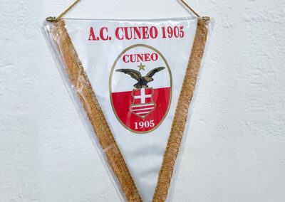 Gagliardetti 5   La Targa Cuneo   Targhe E Timbri Cuneo (Cn)